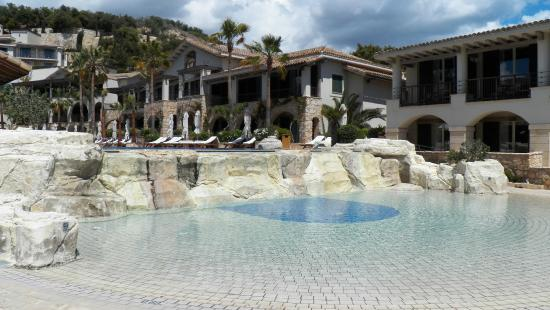 Columbia Beach Resort Pissouri: Blick auf Pool und Anlage