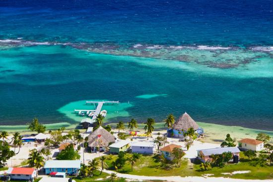 Blackbird Caye Resort: Aerial View