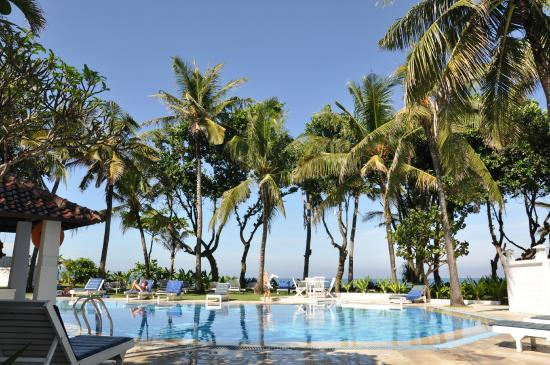 Legong Keraton Beach Hotel: swimming pool
