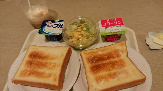 Hotel Star_Plaza Ikebukuro: nice bread, my favourite