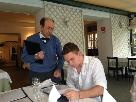Albergo Ristorante Fioroni: Giuseppe explaining the menu!
