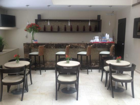 Hotel Magno: Barra