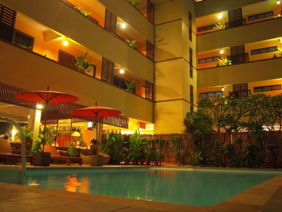 頓卡蒙普萊斯酒店