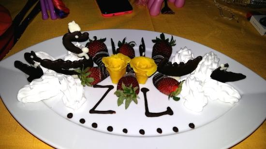 Hilton Sharm El Sheikh Fayrouz Resort : Lovely surprise for our daugthers at dinner