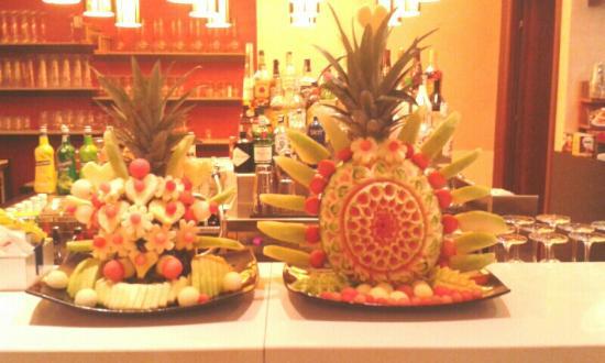 OROROSSO: Bellissimi fruit carving realizzati dagli chef di Oro Rosso