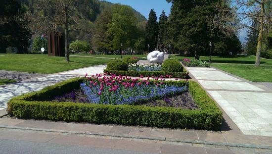 Bel-Air: Park vor dem Eingang zum Grand Ressort Bad Ragaz