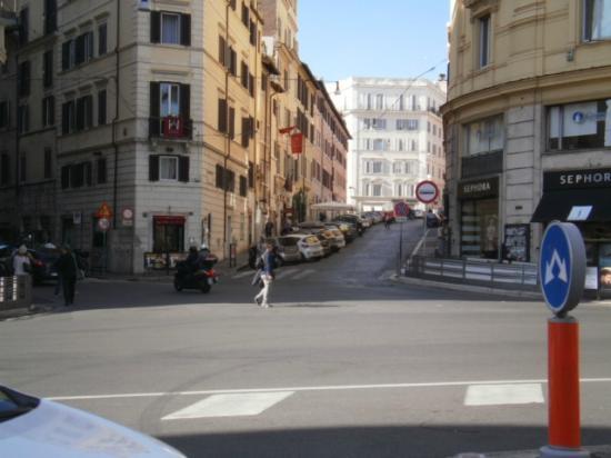 La Fenice: la calle del hotel desde otra esquina