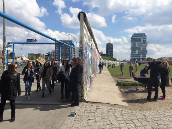 berlin wall east and west side picture of east side gallery berlin tripadvisor. Black Bedroom Furniture Sets. Home Design Ideas