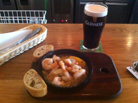Blue Bar: Garlic & chilli prawns