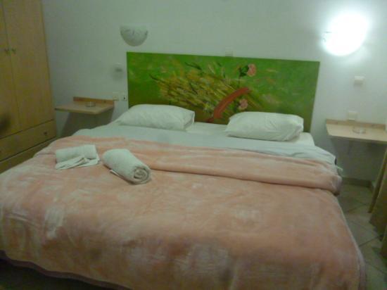 Manto Studios: Le grand lit trés confortable.