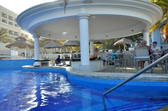Swim Up Pool Bar Picture Of Jw Marriott Cancun Resort Spa