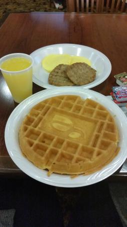 Country Inn & Suites by Radisson, Wilmington, NC: Hot Breakfast