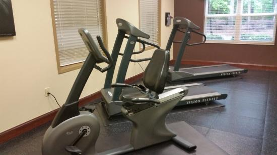 Country Inn & Suites by Radisson, Wilmington, NC: Workoit Area (the can also give you a free day pass to Planet Fitness)