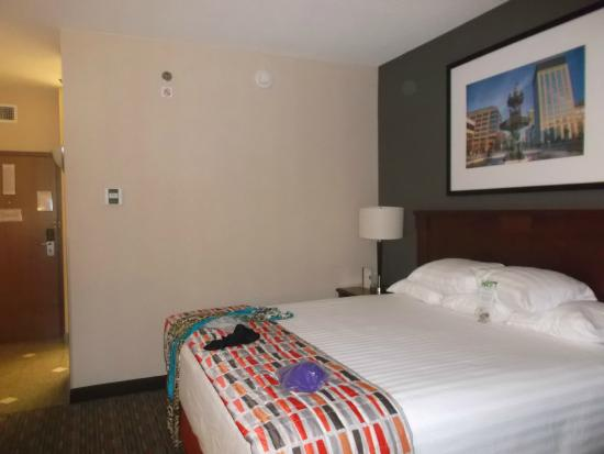 Drury Inn & Suites Montgomery : king size bed