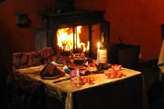Cena rom ntica al lado de la chimenea picture of cafe la - Chimenea de alcohol ...