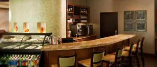 Hyatt Place San Antonio-North/Stone Oak: Grab N Go Cafe and Bar