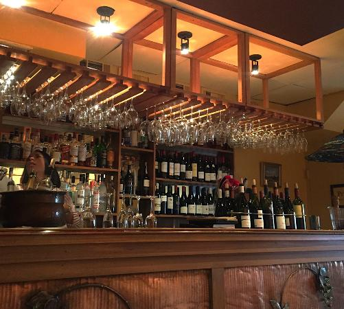 Bistrot Lepic & Wine Bar : Bistrot Lepic bar wall