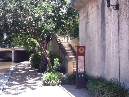 Wyndham San Antonio Riverwalk: Riverwalk Entrance