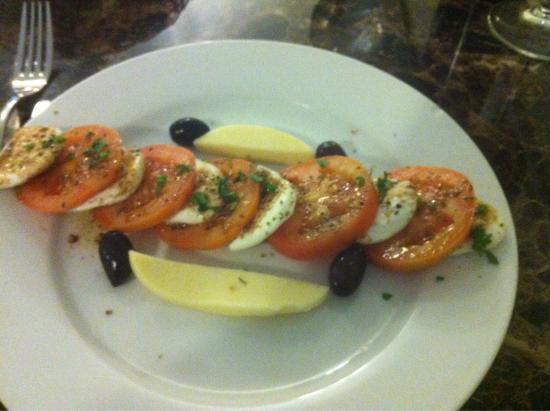 Taste of Tuscany : Caprese hold the salad