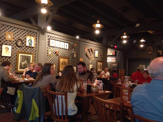 Cracker Barrel: Inside country atmosphere