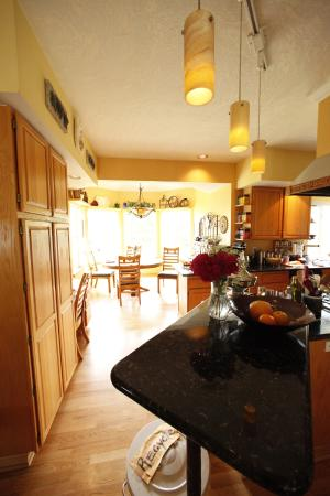 Vineyard View Bed & Breakfast: Kitchen were most of cooking fun happens!