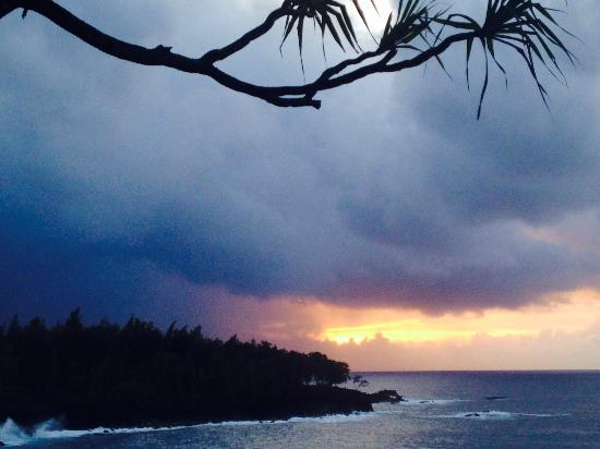 Bali House and Bali Cottage : sunrise at Kehana Beach
