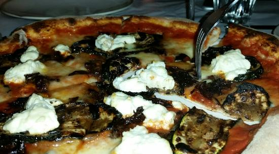 Bar Nonno: Delicious vegetarian pizza