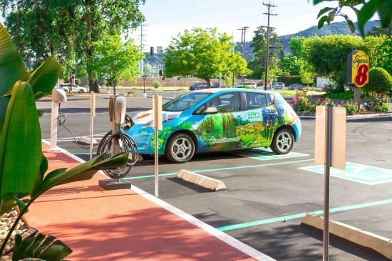 Super 8 Ukiah: Designated Parking for EV and Hybride Vehicle