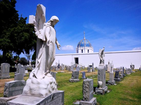 Holy Cross Catholic Cemetery & Mausoleum