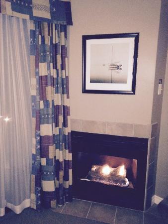 Georgian Bay Hotel : Fireplace