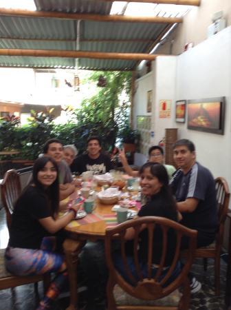 Casa Wayra Bed & Breakfast Miraflores : Con amigos en el desayuno