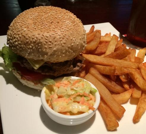 The London Lounge Bar & Restaurant : Burger and Fries