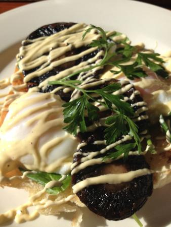 The Village Cafe: Poached eggs and mushroom