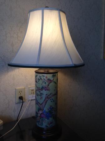 Bristol Hotel: Lamp in room