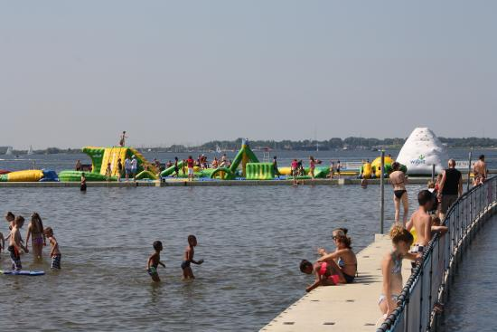 Hellevoetsluis, Nederland: Aquapark, right near the beach