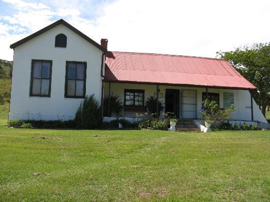 Huis oprichter van dundee. grasdak is vervangen door golfplaten