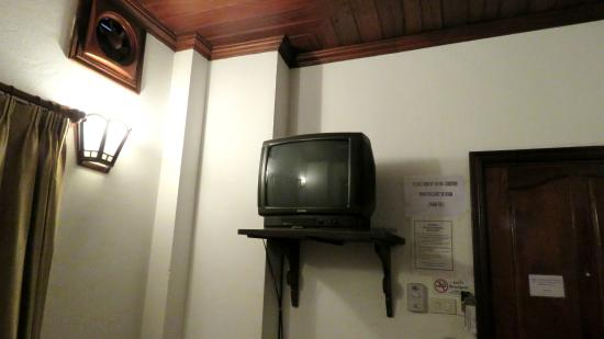 Phousi Guesthouse: The old tv