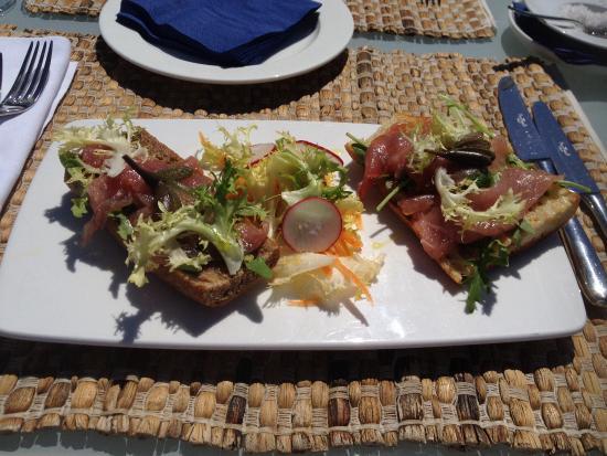 Capofaro Malvasia & Resort : Crostini con ricciola e cucunci