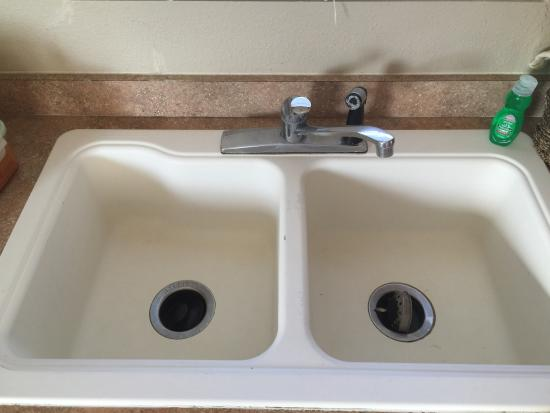 Hill Country Cottage and RV Resort: kitchen sink