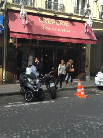 La Creperie des Champs Elysees: Entrada