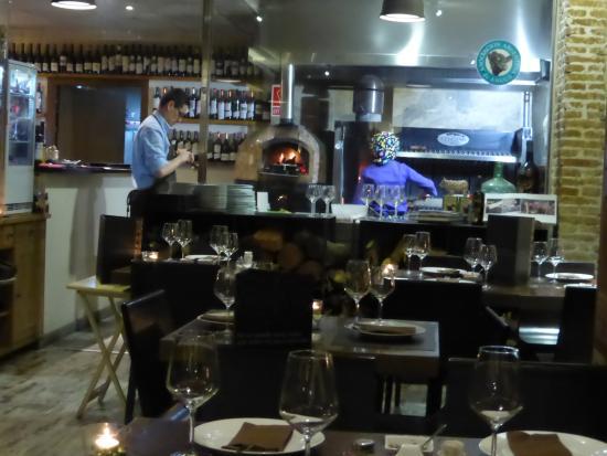 Restaurant interior picture of cruz pampa valencia