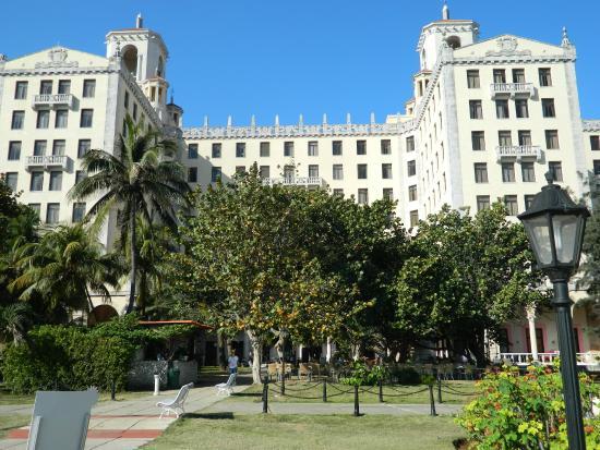 Hotel Nacional de Cuba: Hotel Nacional from the gardens