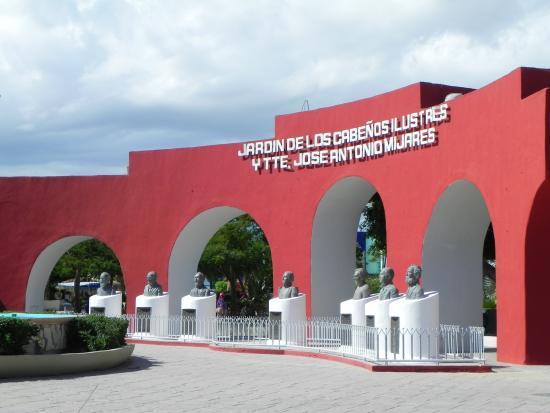 Plaza Mijares: Busts