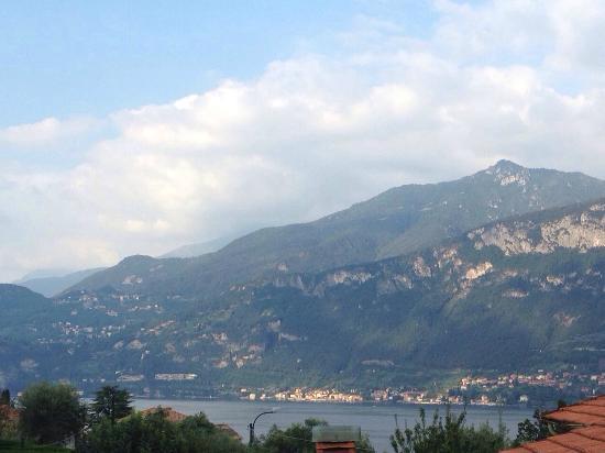Hotel Fioroni: вид из номера на озеро