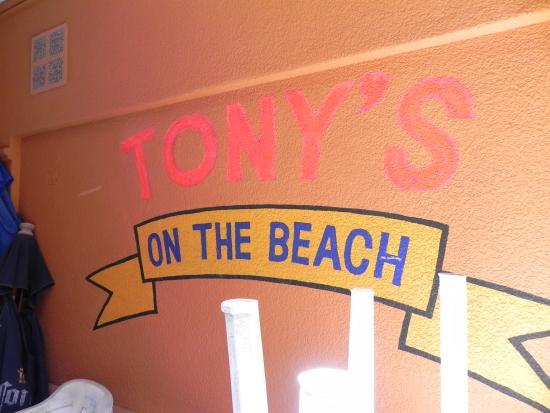 Tony's on the Beach : sign