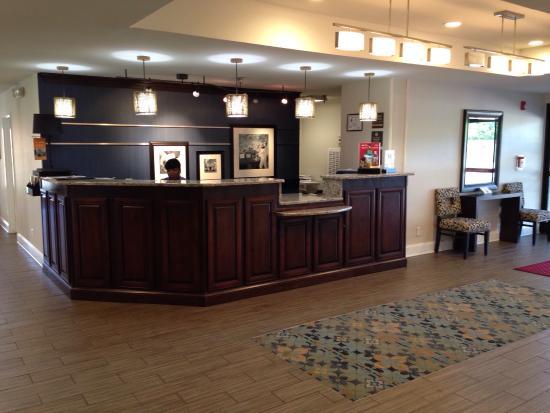 Hampton Inn Laurinburg: Front lobby