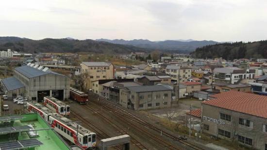 Kuji Grand Hotel : 部屋から長内川方面を望む 北リアス線の入線が見られる