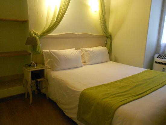chambre basique lit double/lits jumeaux rénovée - Picture of Hotel ...