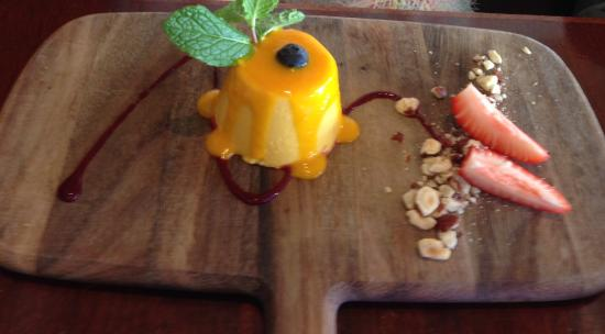 THE PROMENADE RESTAURANT : Mango pannacotta
