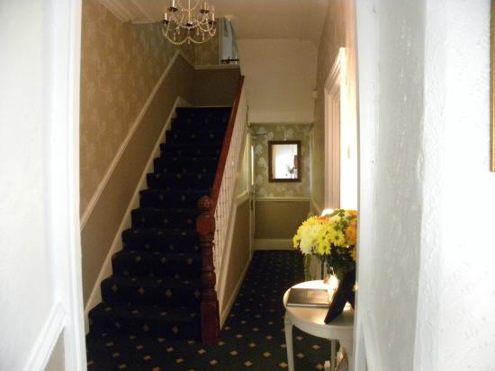 The Ambassador Guest House: Hallway and stairs